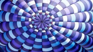 Um balão colorido visto de cima